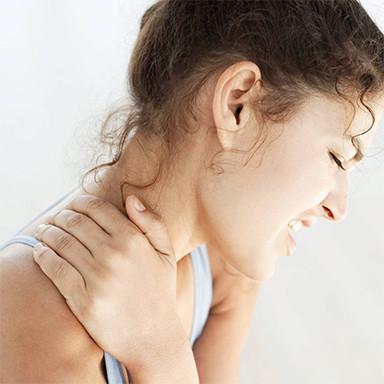 Girl holding nect, neck pain, chiroprator